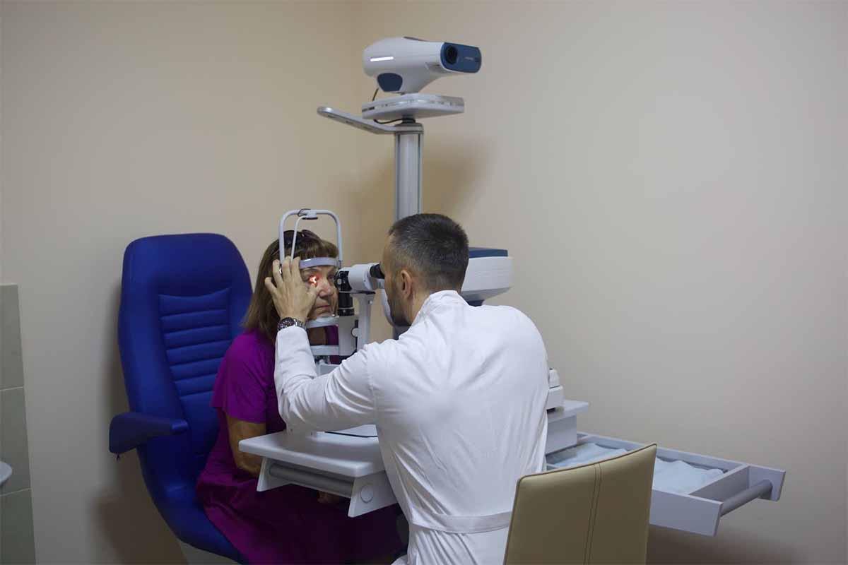 Послеоперационный офтальмологический осмотр